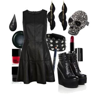 Zestaw z 28 październik 2012, składający się m.in. z Produkt do pielęgnacji H&M, Biżuteria New Yorker, Sukienka River Island.