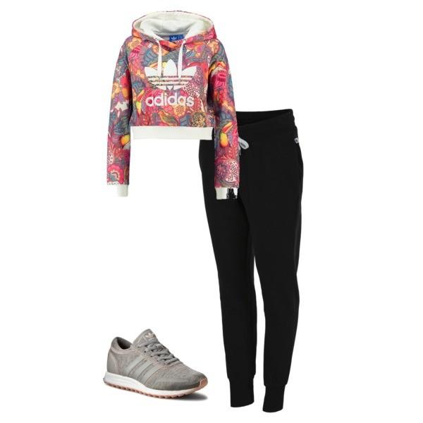Zestaw z 19 marzec, składający się m.in. z Spodnie sportowe 4F, Bluza Adidas Originals, Buty sportowe Adidas.