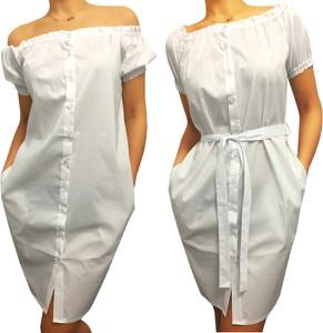 994a229d3f Jakie dodatki do białej sukienki - modne i oryginalne propozycje