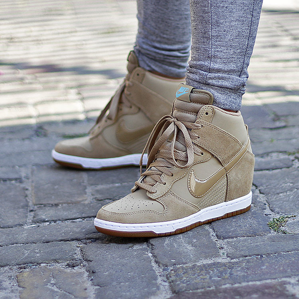 on sale 62e5c 0b1cb Nike Wmns Dunk Sky Hi Essential