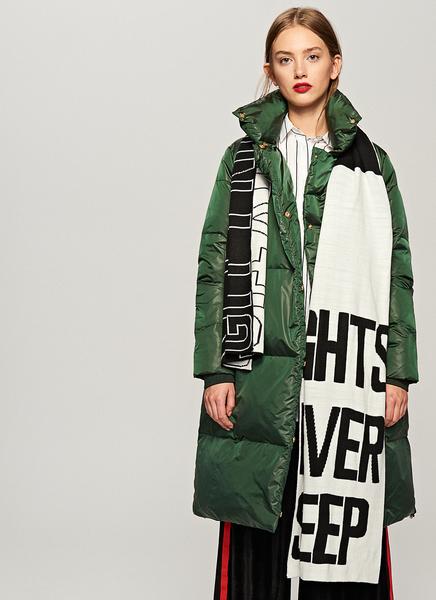 21945ec89612 Reserved - Puchowy płaszcz z szerokim kołnierzem - Zielony