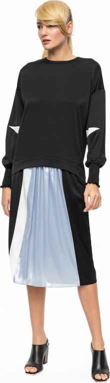 Aneta kręglicka x l'af asymetryczna czarna bluzka z ozdobnymi mankietami ak sport 2