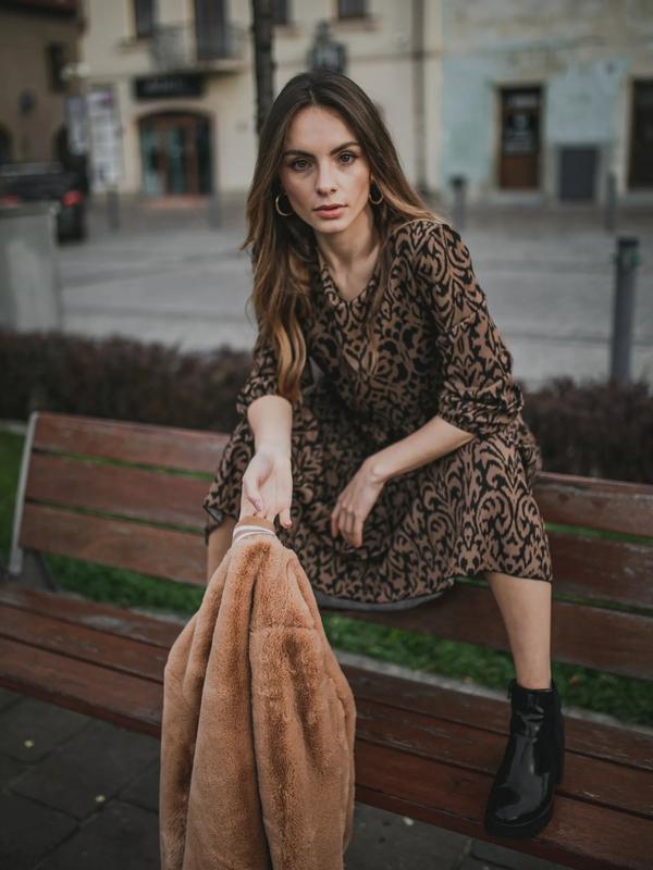 Brązowa kurtka fagobutik.pl w stylu casual krótka