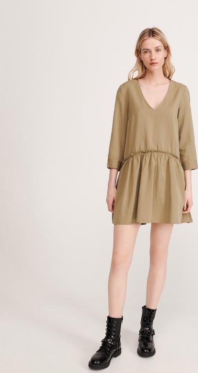 Brązowa sukienka Reserved z dekoltem w kształcie litery v oversize w stylu casual