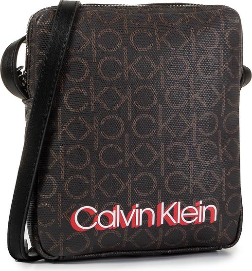 Brązowa torebka Calvin Klein z nadrukiem w młodzieżowym stylu średnia