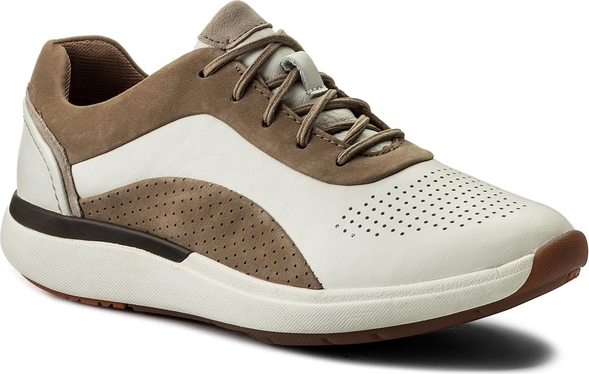 Brązowe buty sportowe clarks w sportowym stylu z płaską podeszwą