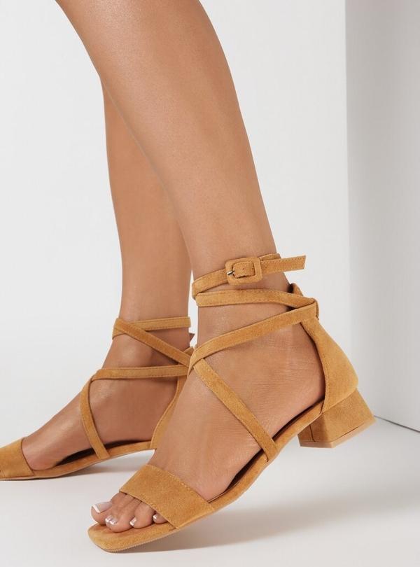 Brązowe sandały born2be na średnim obcasie z klamrami