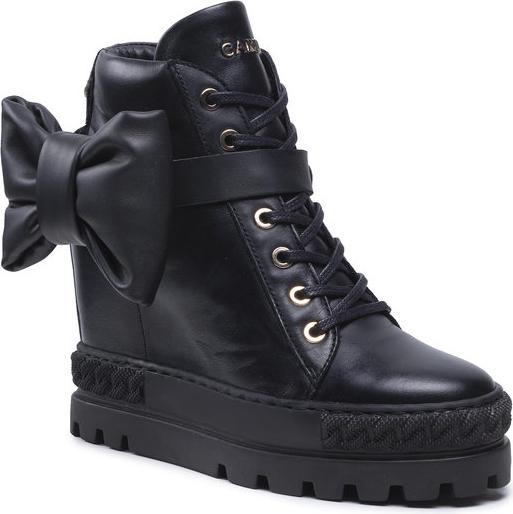 Buty sportowe Carinii w sportowym stylu sznurowane
