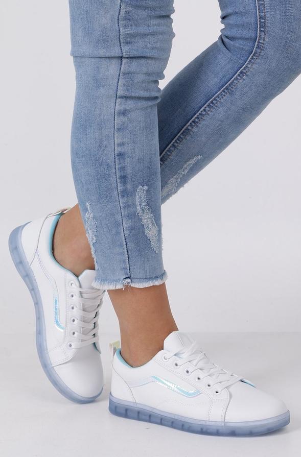 Buty sportowe Casu z płaską podeszwą sznurowane w sportowym stylu