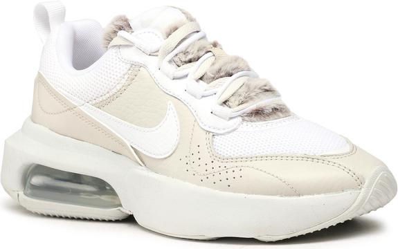 Buty sportowe Nike sznurowane na platformie