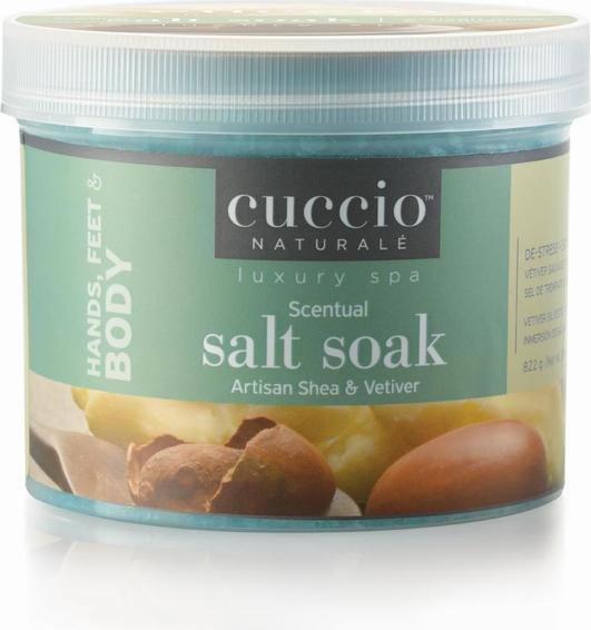 Cuccio Naturale Oczyszczająca sól do moczenia Artisan Shea 822 g