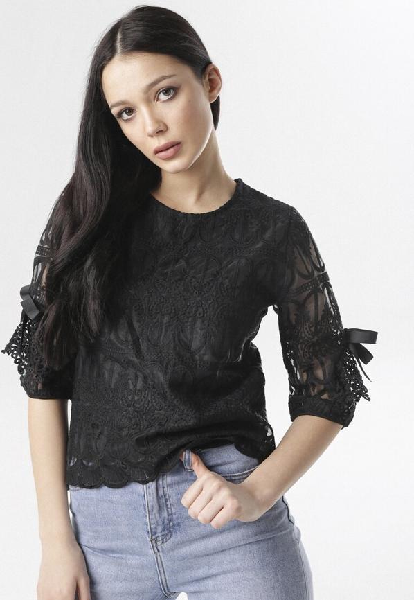 Czarna bluzka born2be z okrągłym dekoltem w stylu casual