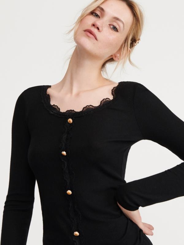Czarna bluzka Reserved z okrągłym dekoltem w młodzieżowym stylu