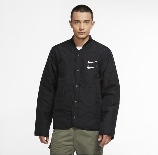 Czarna kurtka Nike w sportowym stylu