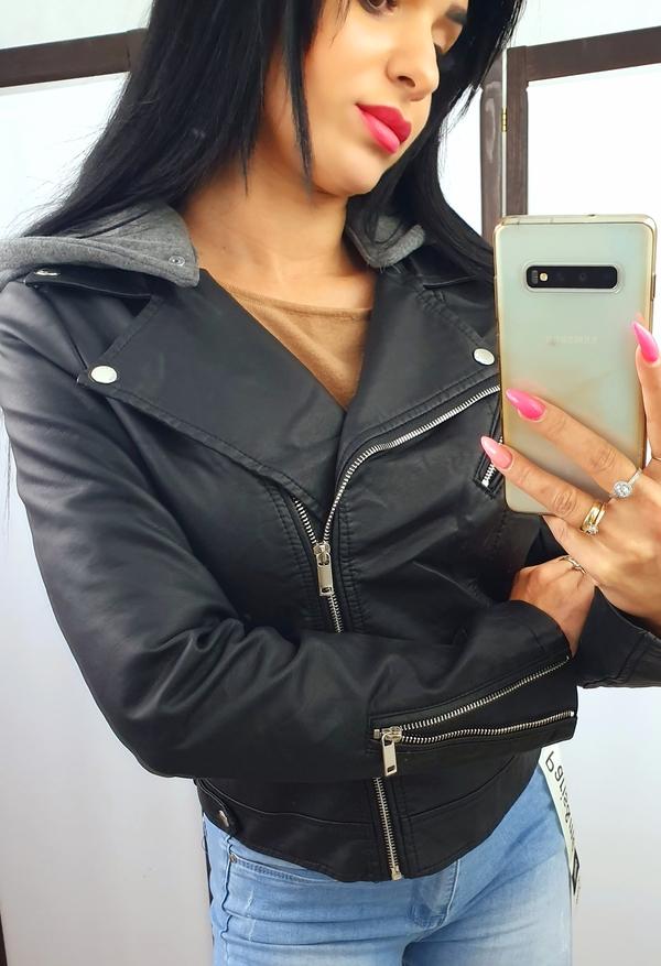 Czarna kurtka Tajus krótka w młodzieżowym stylu ze skóry