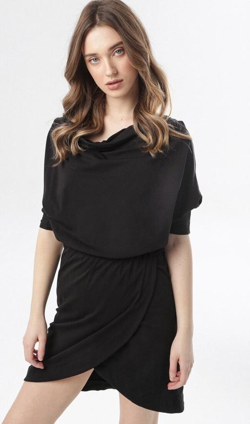 Czarna sukienka born2be w stylu casual mini