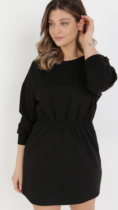 Czarna sukienka born2be w stylu casual z okrągłym dekoltem z długim rękawem