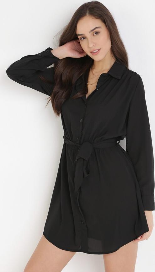 Czarna sukienka born2be z dekoltem w kształcie litery v w stylu casual mini