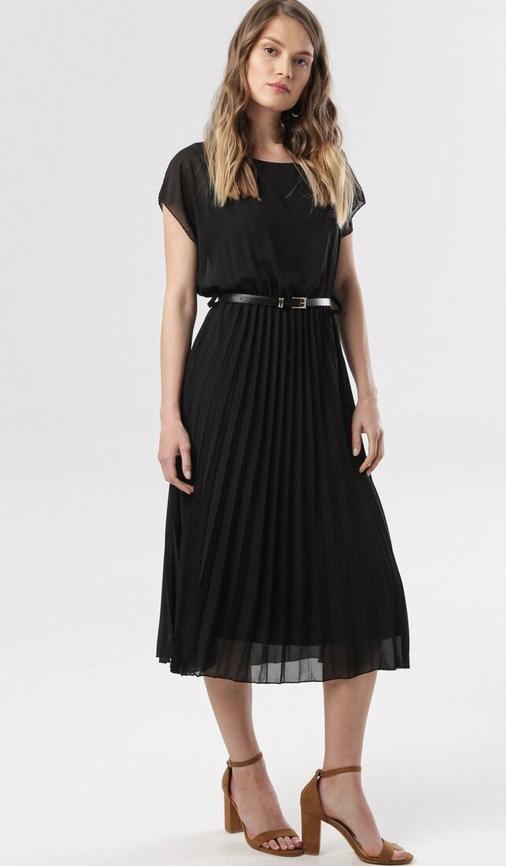 Czarna sukienka born2be z krótkim rękawem rozkloszowana