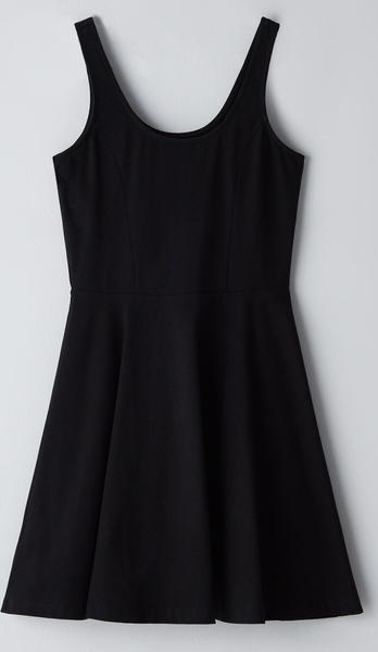 Czarna sukienka Cropp rozkloszowana z okrągłym dekoltem mini