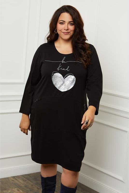 Czarna sukienka Curvy Lady w stylu casual prosta