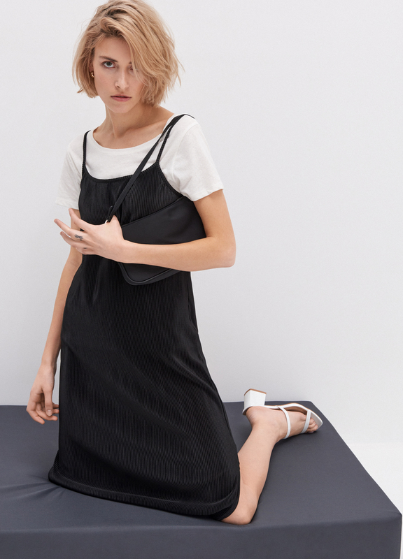 Czarna sukienka House w stylu casual prosta