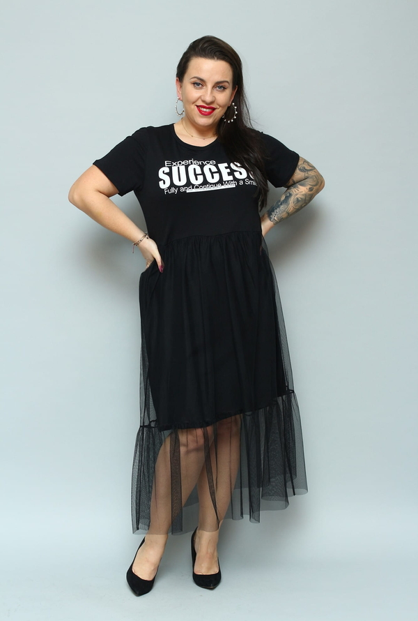 Czarna sukienka KARKO z okrągłym dekoltem z tiulu