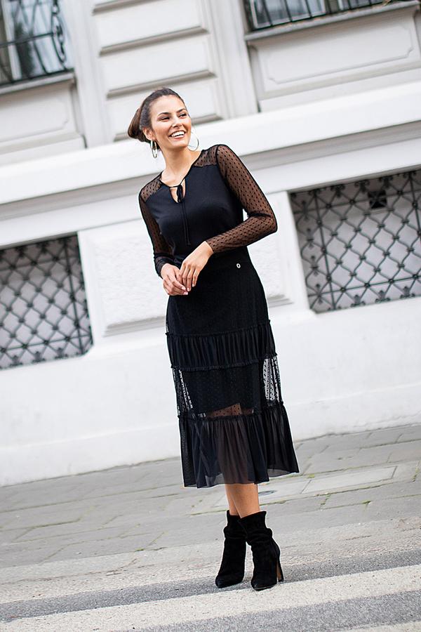 Czarna sukienka Lavard midi z dekoltem w kształcie litery v z dzianiny