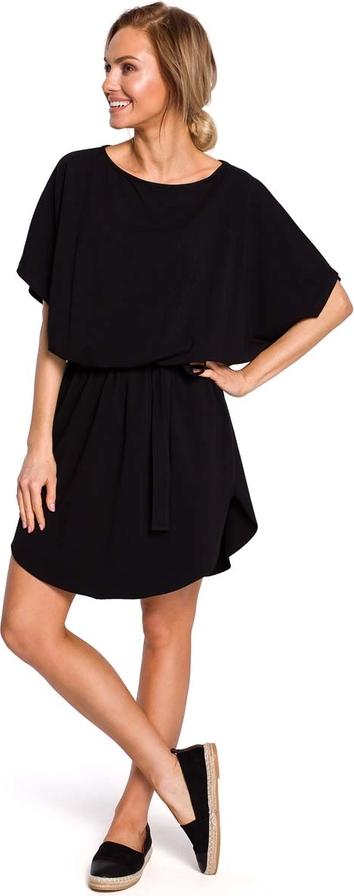 Czarna sukienka MOE trapezowa z krótkim rękawem