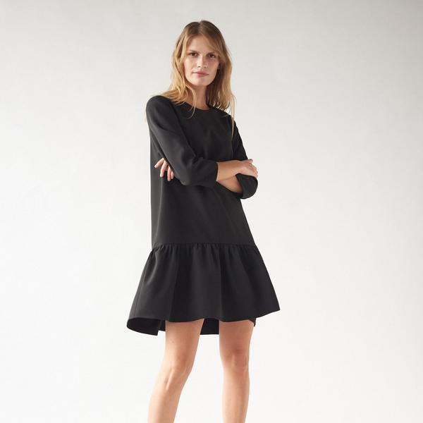 Czarna sukienka Mohito z długim rękawem trapezowa mini