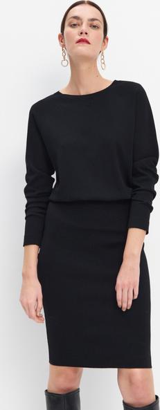 Czarna sukienka Mohito z okrągłym dekoltem w stylu casual