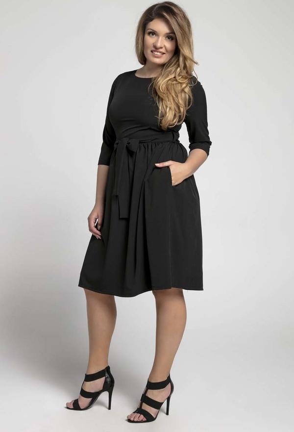 Czarna sukienka Nommo dla puszystych midi z długim rękawem