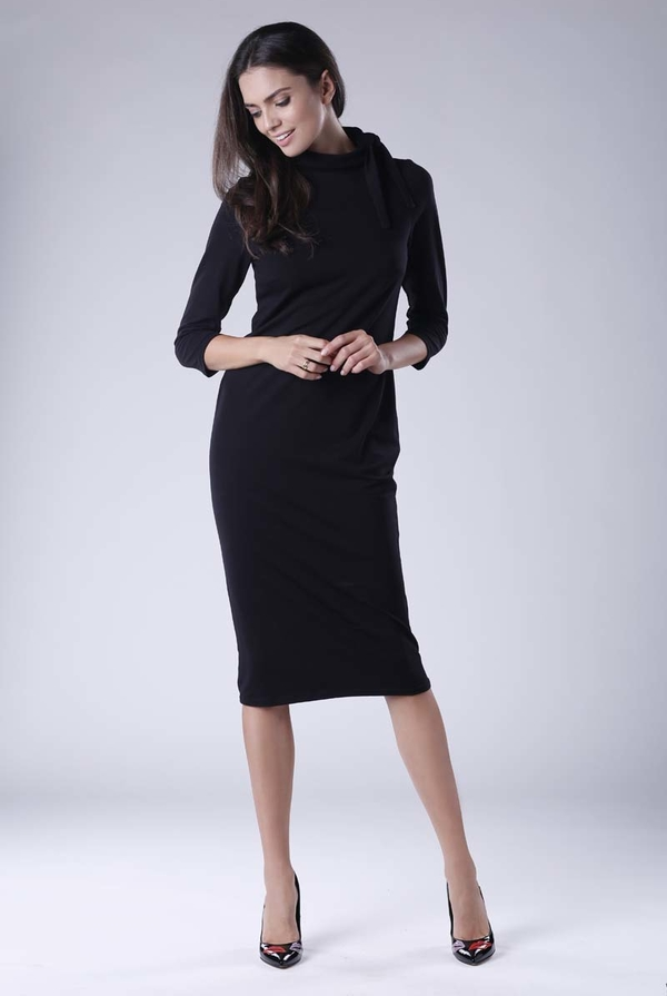 Czarna sukienka Nommo z długim rękawem z bawełny
