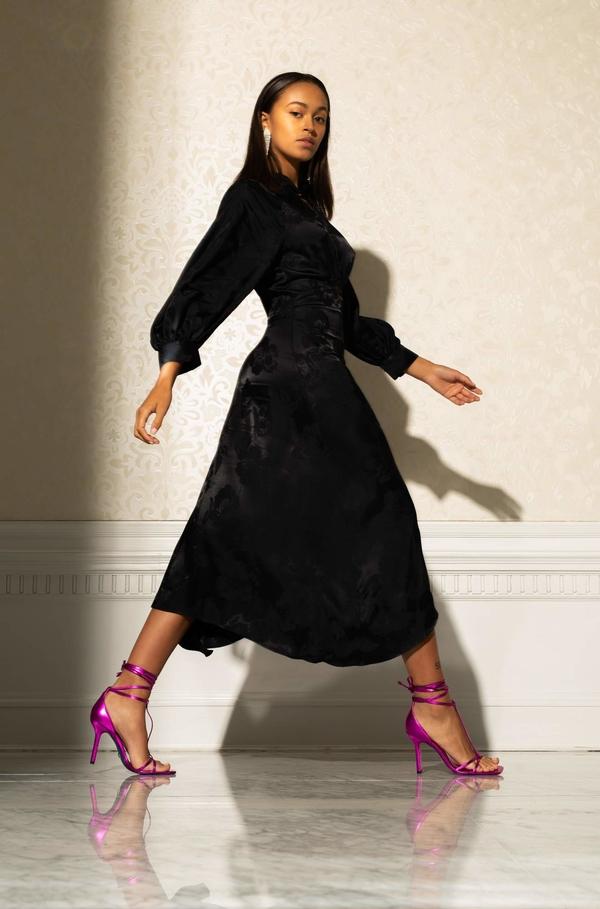 Czarna sukienka ORSAY z długim rękawem midi w stylu casual
