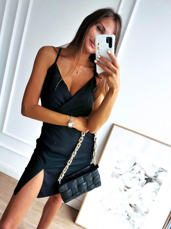 Czarna sukienka Perfe na ramiączkach