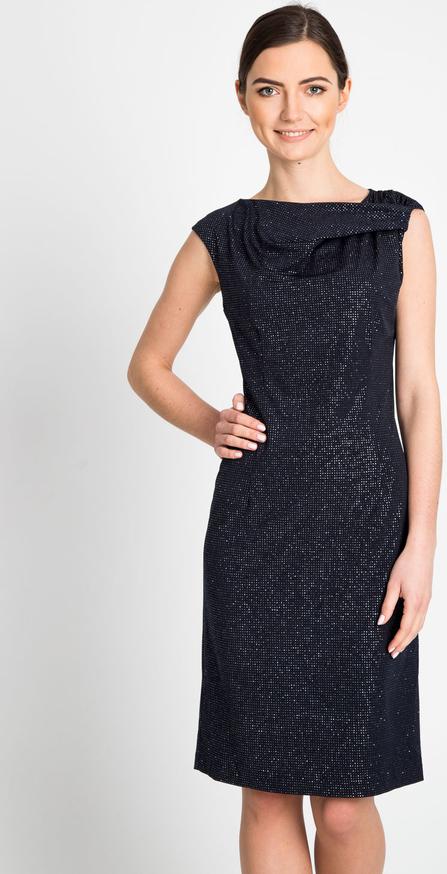 Czarna sukienka QUIOSQUE prosta midi