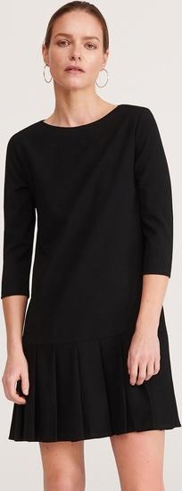 Czarna sukienka Reserved z okrągłym dekoltem w stylu casual mini