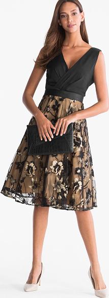 Czarna sukienka YESSICA bez rękawów z szyfonu rozkloszowana
