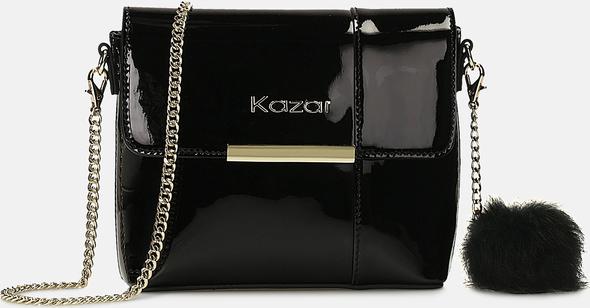 Czarna torebka Kazar z breloczkiem w stylu glamour