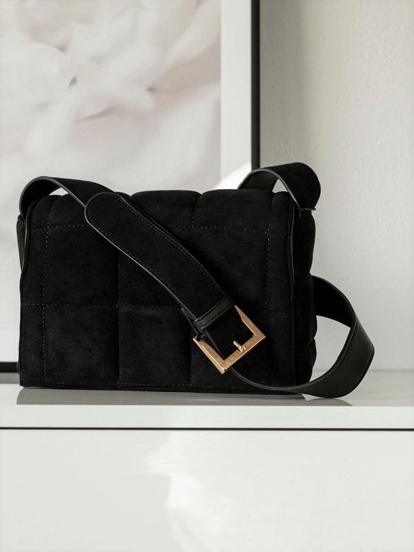 Czarna torebka Promese w stylu glamour