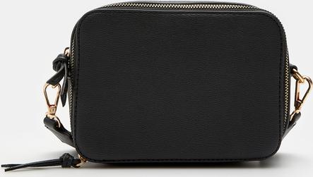 Czarna torebka Sinsay na ramię matowa