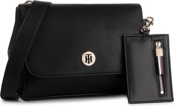 Czarna torebka Tommy Hilfiger matowa na ramię w stylu casual