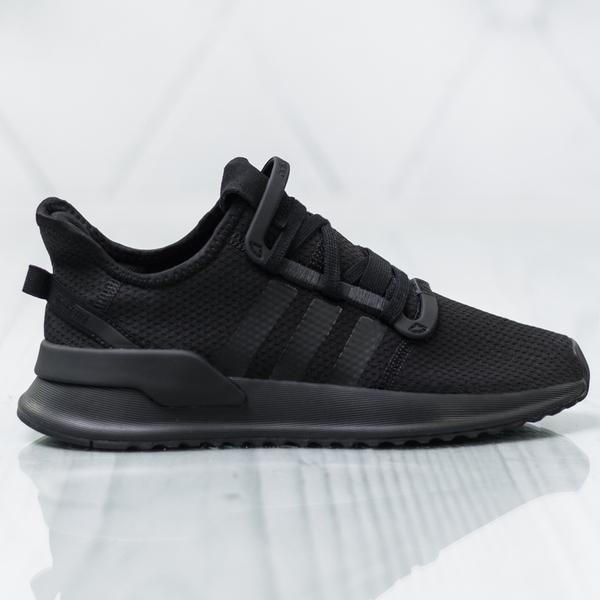 Czarne buty sportowe Adidas sznurowane z płaską podeszwą w sportowym stylu