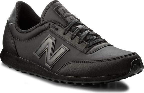 Czarne buty sportowe new balance z płaską podeszwą w sportowym stylu sznurowane