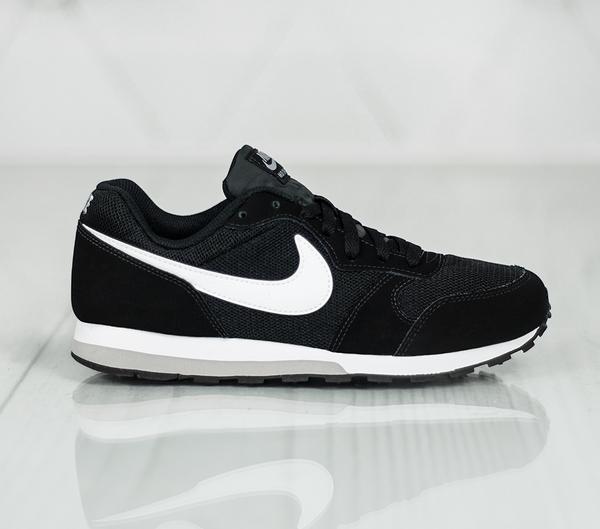 Czarne buty sportowe Nike w sportowym stylu md runner sznurowane