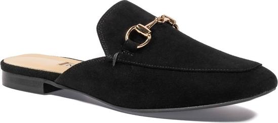 Czarne klapki Nescior z płaską podeszwą w stylu casual