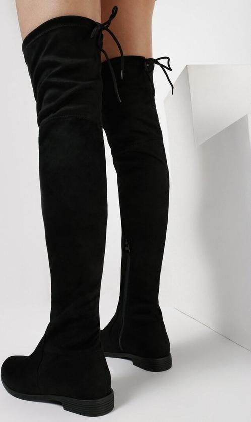 Czarne kozaki born2be w stylu casual na zamek z płaską podeszwą
