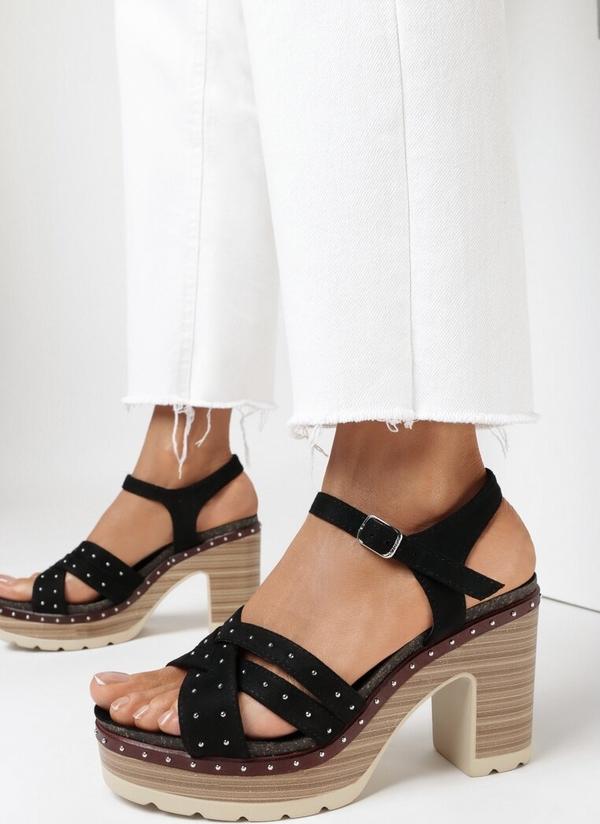 Czarne sandały born2be na obcasie z klamrami na średnim obcasie