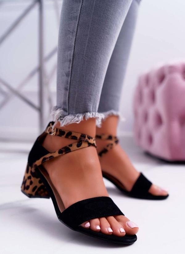 Czarne sandały Lu Boo z zamszu z klamrami
