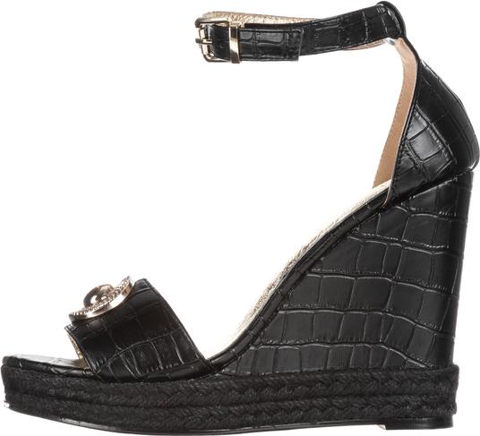 0a66c723bc466 Czarne sandały Versace Jeans na koturnie ze skóry